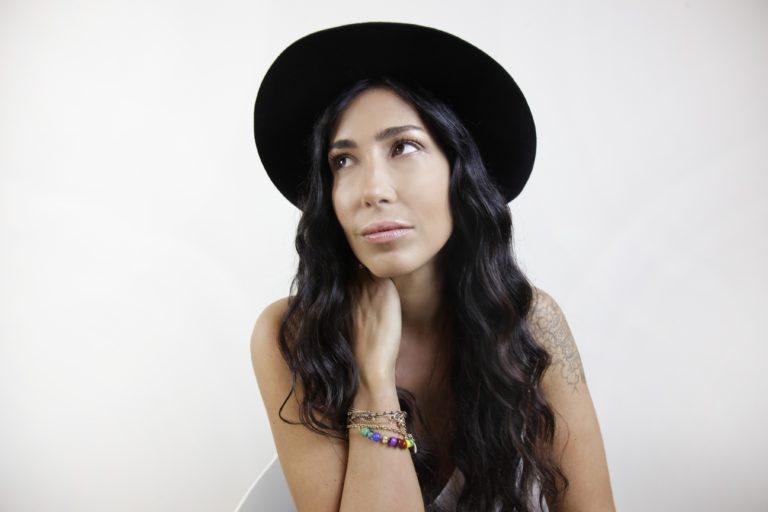 All Together Now | Serena MENARINI tra i giudici dello scoppiettante muro di appassionati ed esperti musicali