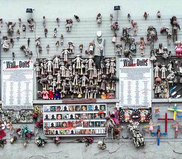 Il muro delle bambole a Milano messo a fuoco di Antonio Tarallo